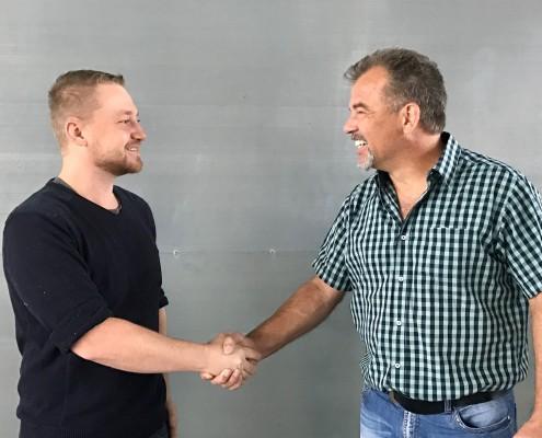 Neuer Mitarbeiter Johannes Becker und CEO, Carl-Heinz Schneppenheim